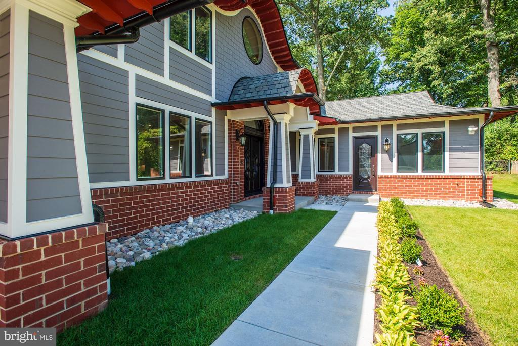 Exterior Front walkway - 120 KINGSLEY RD SW, VIENNA