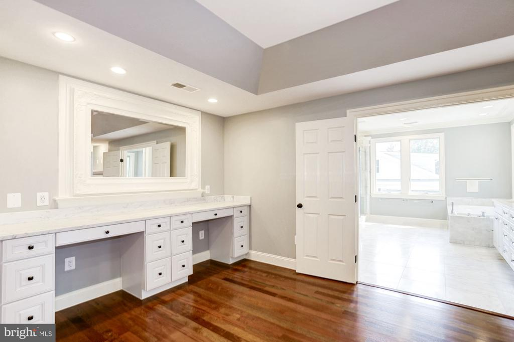 Master Suite - 120 KINGSLEY RD SW, VIENNA