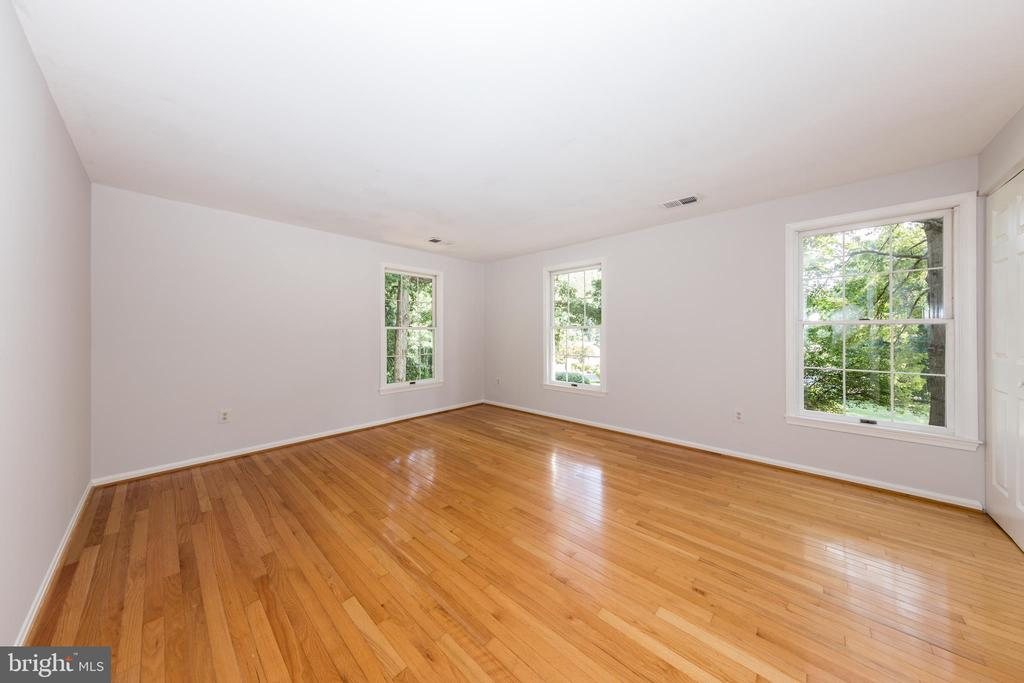 Bedroom #4 is very spacious. - 7100 LAKETREE DR, FAIRFAX STATION