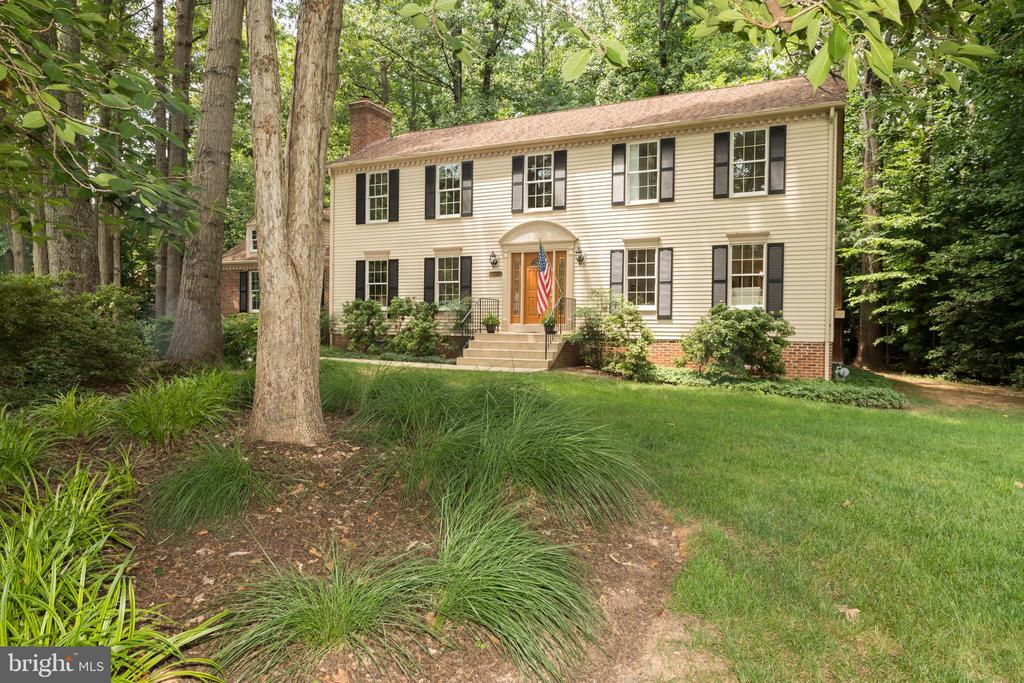 WELCOME HOME!Relax in your quiet South Run retreat - 7100 LAKETREE DR, FAIRFAX STATION