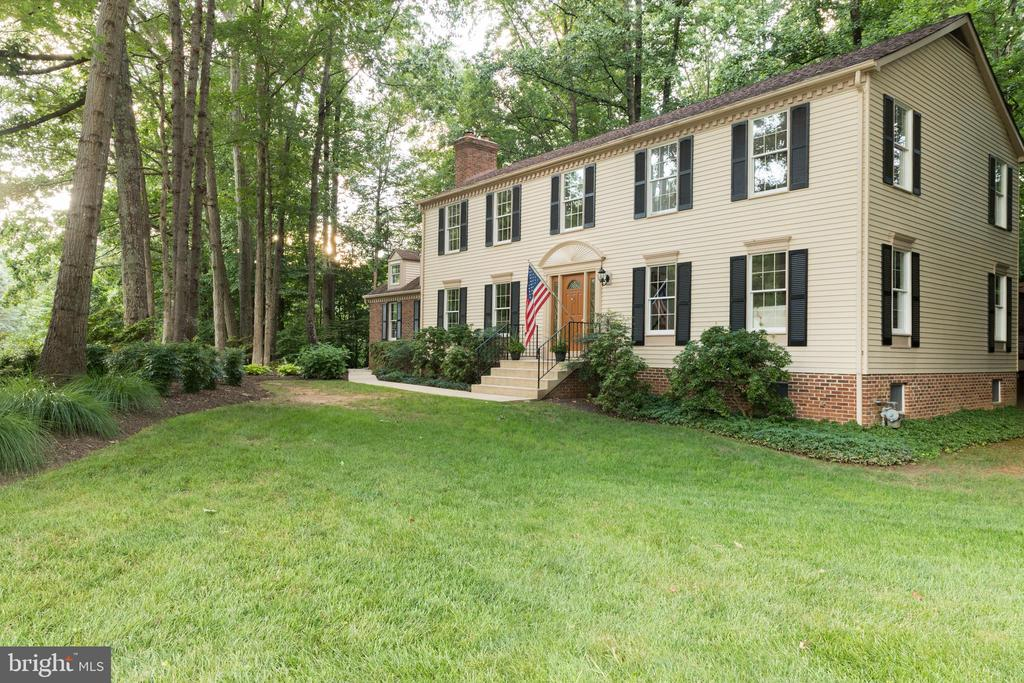 Stunning South Run Colonial on Laketree Dr!! - 7100 LAKETREE DR, FAIRFAX STATION