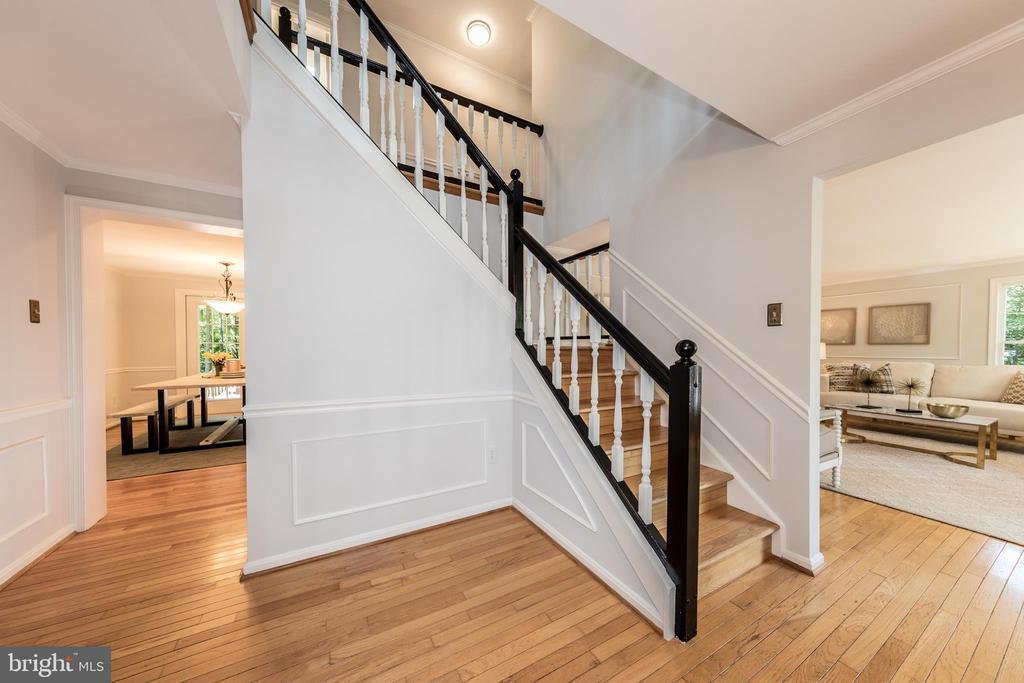 Stunning foyer highlights 2  levels of hardwoods!! - 7100 LAKETREE DR, FAIRFAX STATION