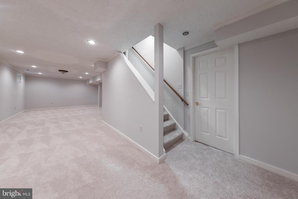 Spacious  finished basement - 7100 LAKETREE DR, FAIRFAX STATION