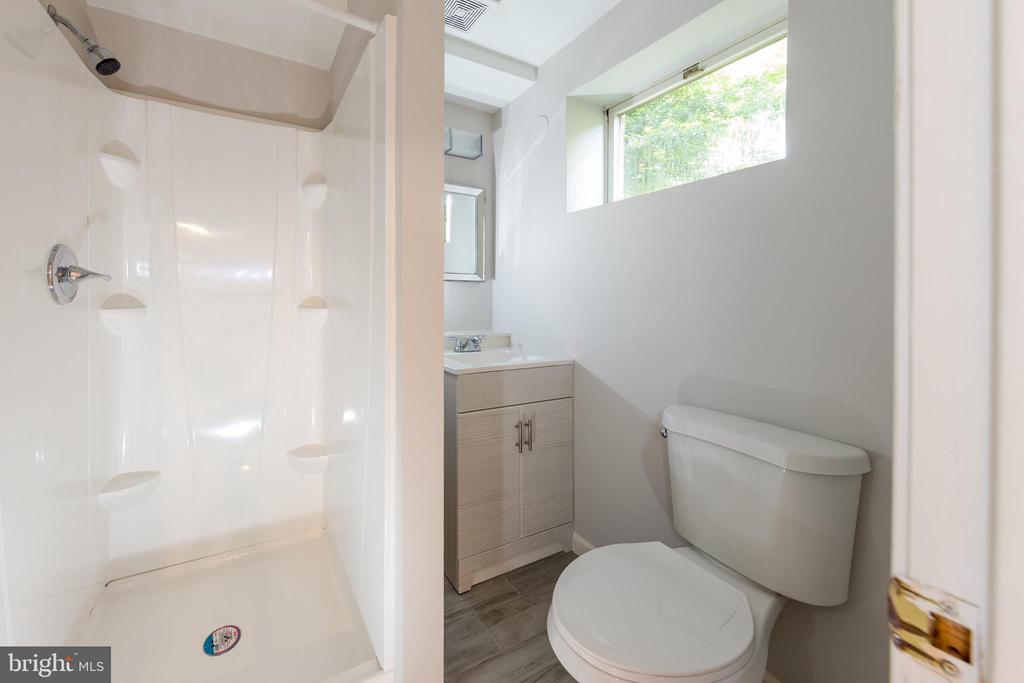 Full basement bath - 7100 LAKETREE DR, FAIRFAX STATION