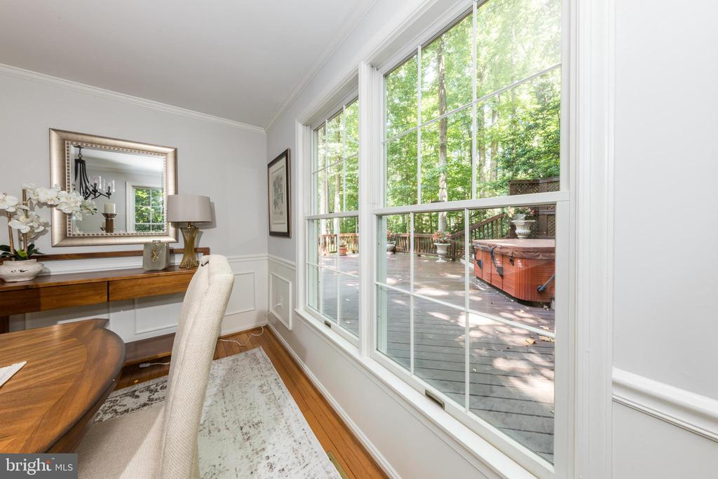 Formal Dining Room - looks out on the private deck - 7100 LAKETREE DR, FAIRFAX STATION