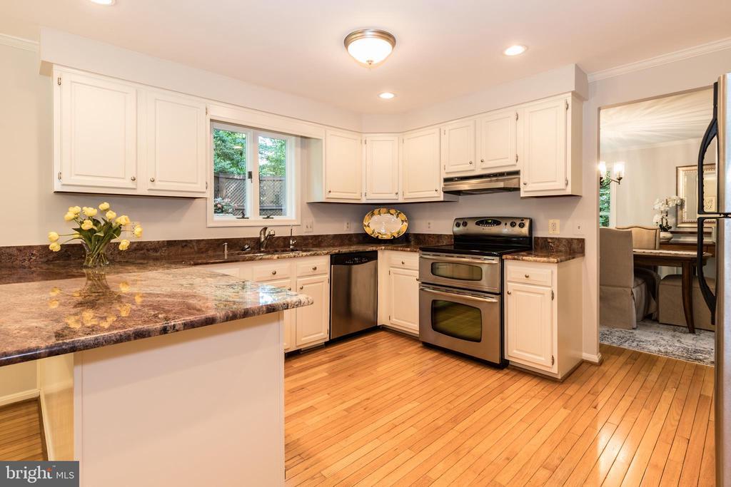 Kitchen has a custom granite counter. - 7100 LAKETREE DR, FAIRFAX STATION