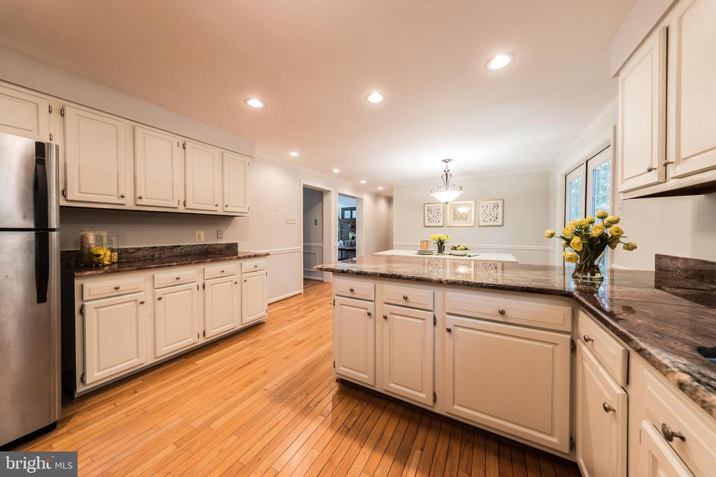 Kitchen gives you plenty of prep room! - 7100 LAKETREE DR, FAIRFAX STATION