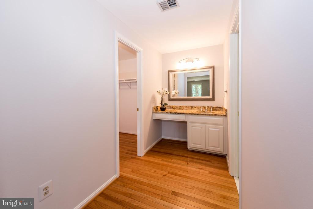 Master Bath includes 2nd sink as dressing room. - 7100 LAKETREE DR, FAIRFAX STATION