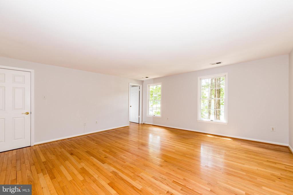 Master Bedroom - 7100 LAKETREE DR, FAIRFAX STATION