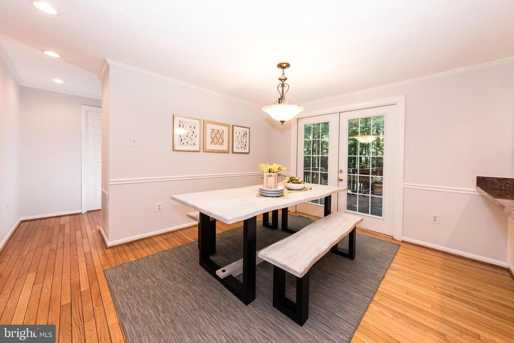 Breakfast Nook opens to the large deck & yard! - 7100 LAKETREE DR, FAIRFAX STATION