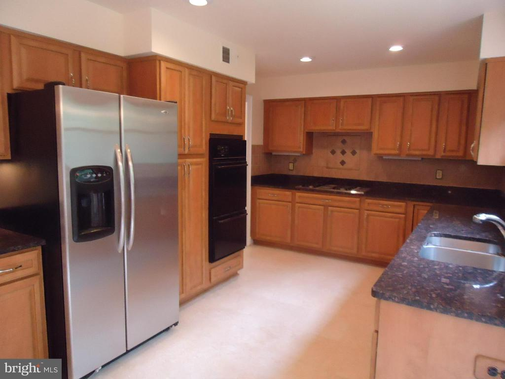Kitchen - 13426 CAVALIER WOODS DR, CLIFTON