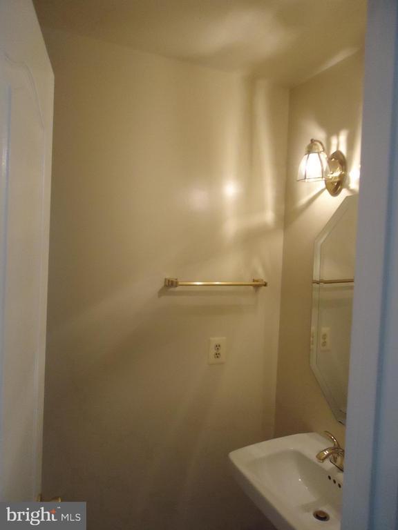 Main Level Powder room - 13426 CAVALIER WOODS DR, CLIFTON