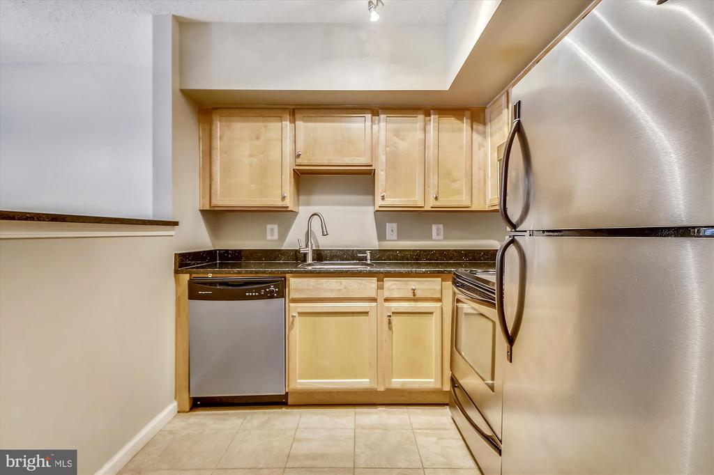 A Well Designed and Efficient Space - 1001 N RANDOLPH ST #107, ARLINGTON