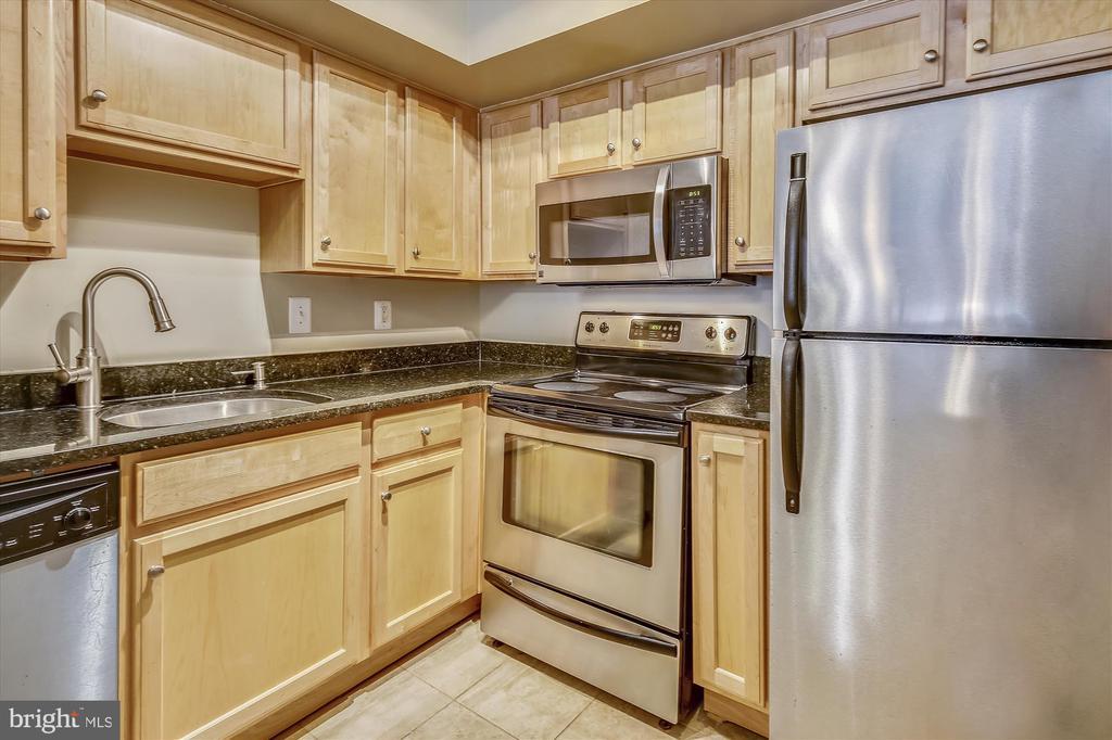 Stainless Appliances, Granite Counter Tops... - 1001 N RANDOLPH ST #107, ARLINGTON