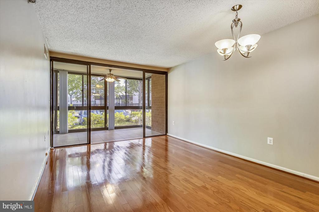 Unit 107 Is Light Filled and Comfortable - 1001 N RANDOLPH ST #107, ARLINGTON