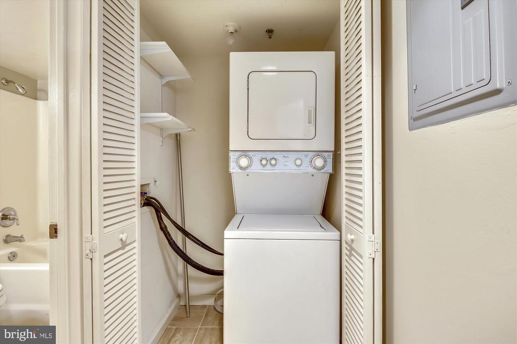 Convenient In unit Washer/Dryer - 1001 N RANDOLPH ST #107, ARLINGTON