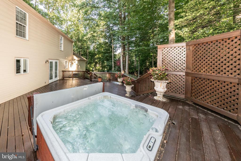 Unwind in your own hot-tub after a stressful day. - 7100 LAKETREE DR, FAIRFAX STATION