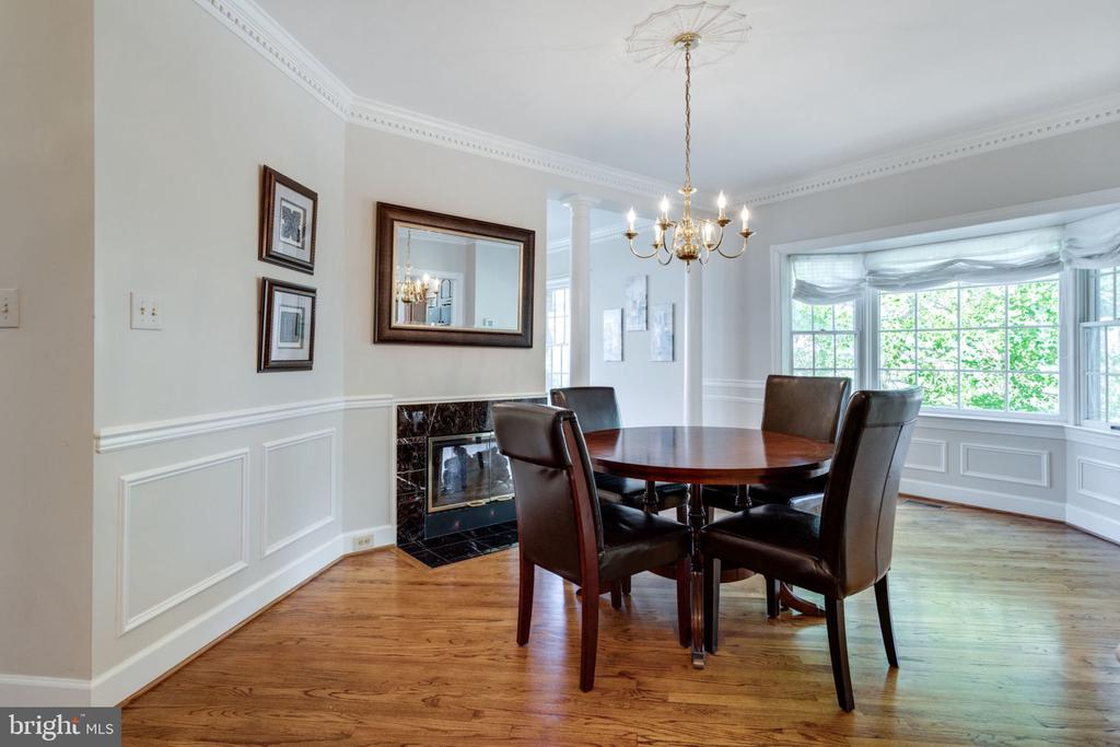 Dining Room w/ Angle Bay window - 8178 MADRILLON CT, VIENNA
