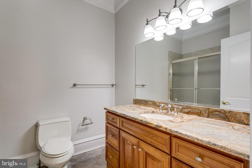 4th Level - Bathroom - 7020 BENJAMIN ST, MCLEAN