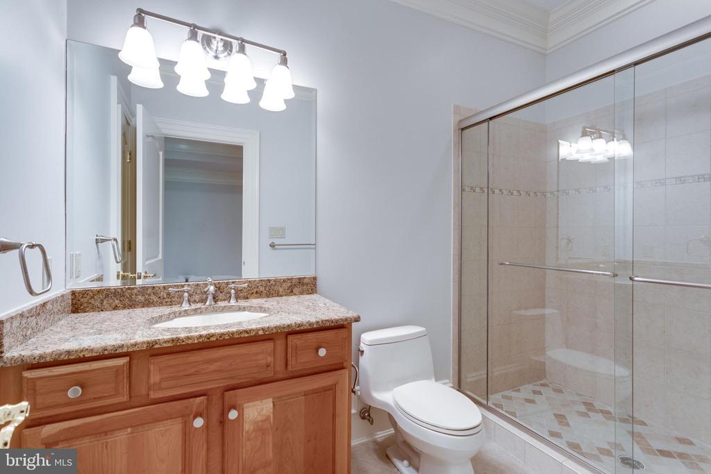Full Bath - 7020 BENJAMIN ST, MCLEAN