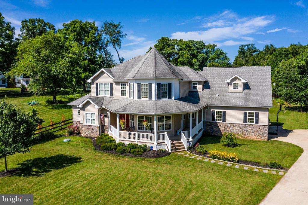 Welcome home! - 20193 BROAD RUN DR, STERLING