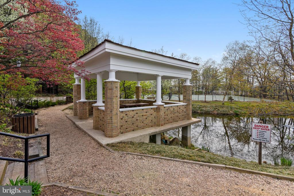 Gazebo, Ponds & Trails  Behind this Bldg. - 8380 GREENSBORO DR #721, MCLEAN