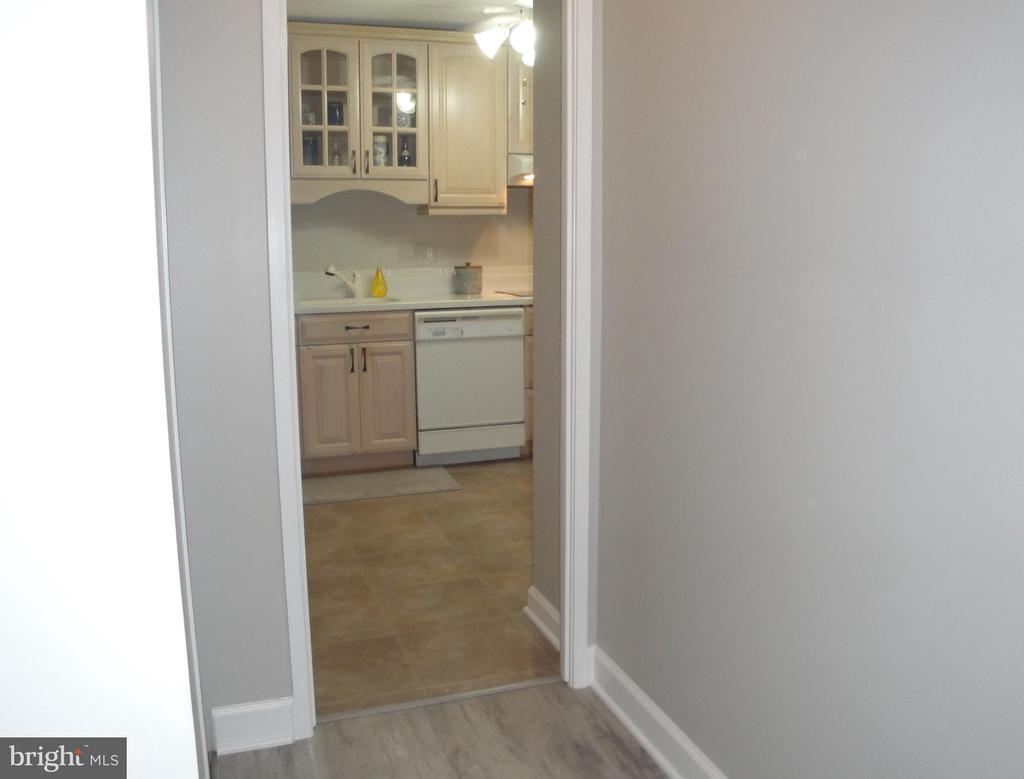 Hall to  Kitchen /Coat Closet on left - 8380 GREENSBORO DR #721, MCLEAN