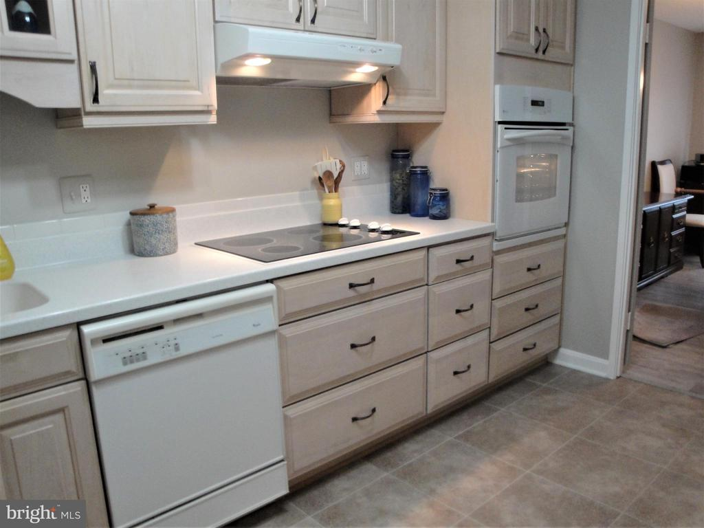 There is a lot of Cabinet Space! - 8380 GREENSBORO DR #721, MCLEAN