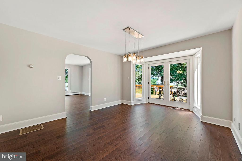 Dining room off kitchen w/ double French doors - 15012 CLOVER HILL RD, WATERFORD