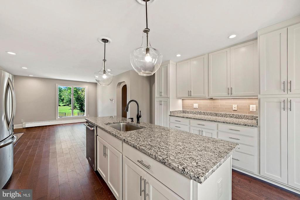 Spacious kitchen - 15012 CLOVER HILL RD, WATERFORD