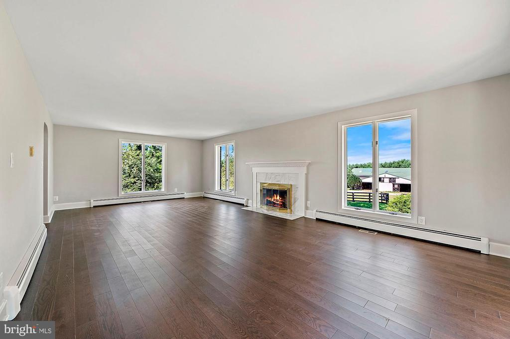 Large living room with working fireplace - 15012 CLOVER HILL RD, WATERFORD