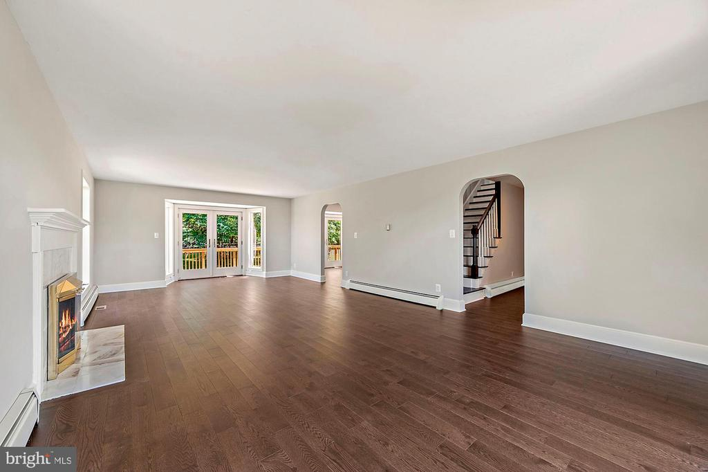 Very open and walks out to deck - 15012 CLOVER HILL RD, WATERFORD