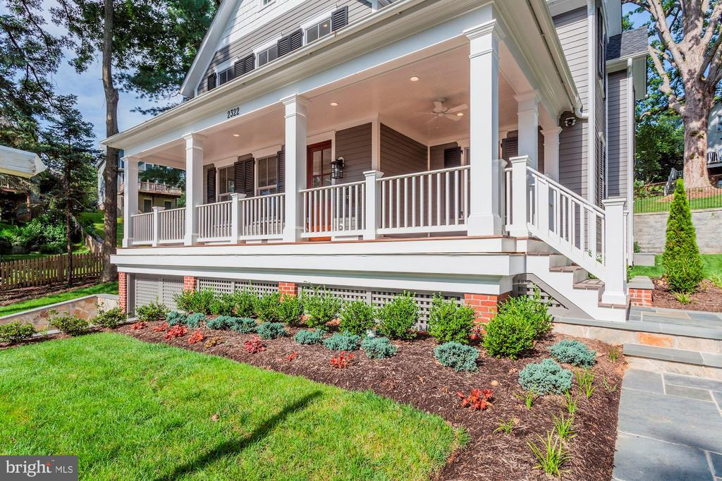 Large Open Porch- Great for entertaining - 2322 N FILLMORE ST, ARLINGTON