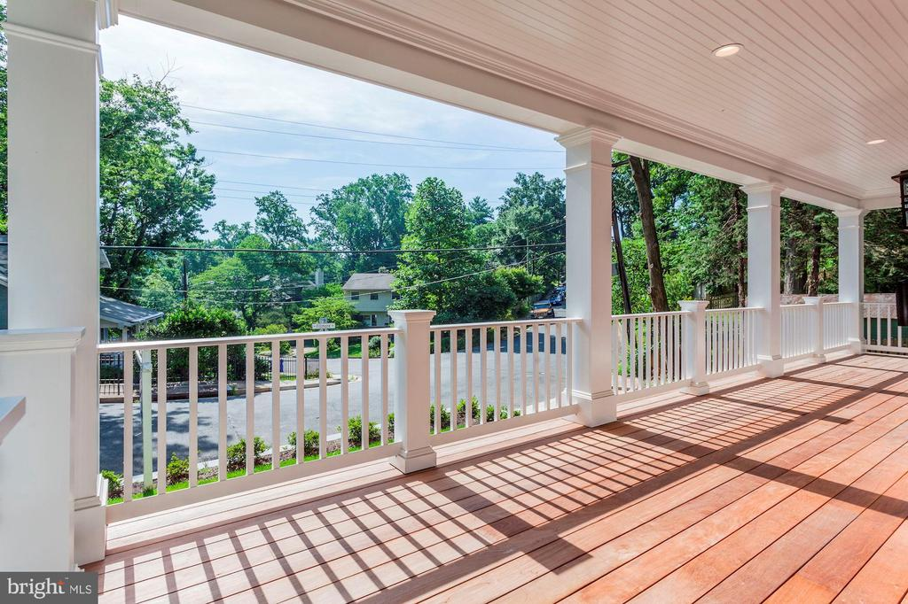 Great View - Elevate Front Porch - 2322 N FILLMORE ST, ARLINGTON
