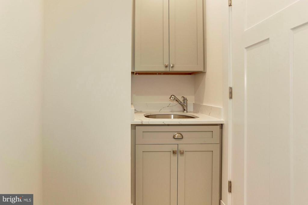Laundry Room - with sink & cabinets - 2322 N FILLMORE ST, ARLINGTON