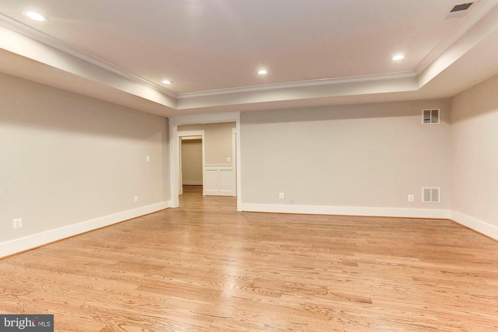 Rec Room- HW floors - 2322 N FILLMORE ST, ARLINGTON
