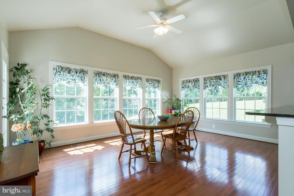 Bright, Cheery~Sunroom/Morning Room - 8637 CHANGING LEAF TER, BRISTOW