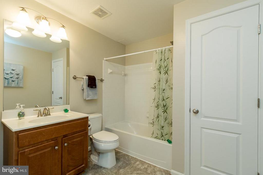 Lower Level Full Bath with Linen Closet - 8637 CHANGING LEAF TER, BRISTOW