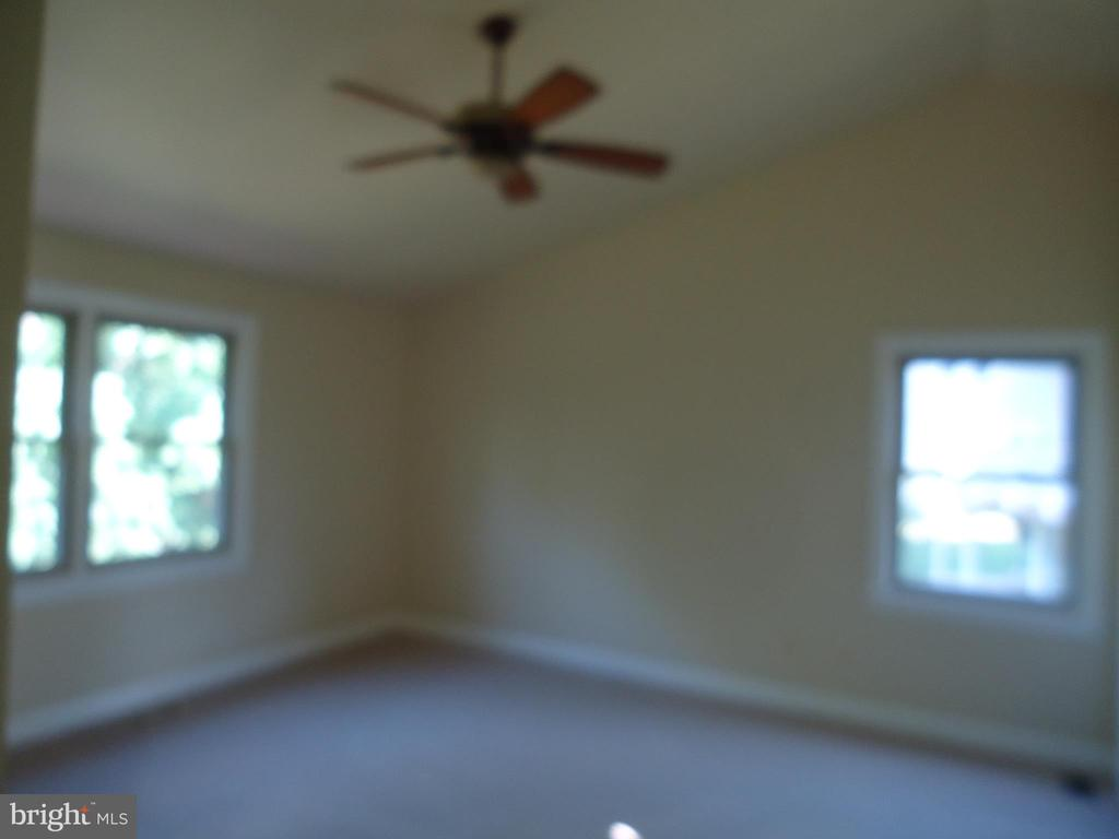 Mater Bedroom with ceiling fan - 13426 CAVALIER WOODS DR, CLIFTON