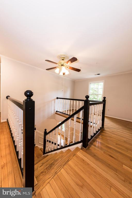 Upstairs landing has space for a home office. - 7100 LAKETREE DR, FAIRFAX STATION