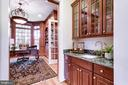 Wet bar leading to study - 7787 GLENHAVEN CT, MCLEAN