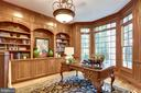 Study with built-in's and wall of windows - 7787 GLENHAVEN CT, MCLEAN