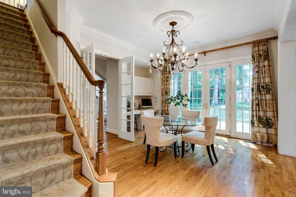 Back staircase off family room and breakfast room - 7787 GLENHAVEN CT, MCLEAN