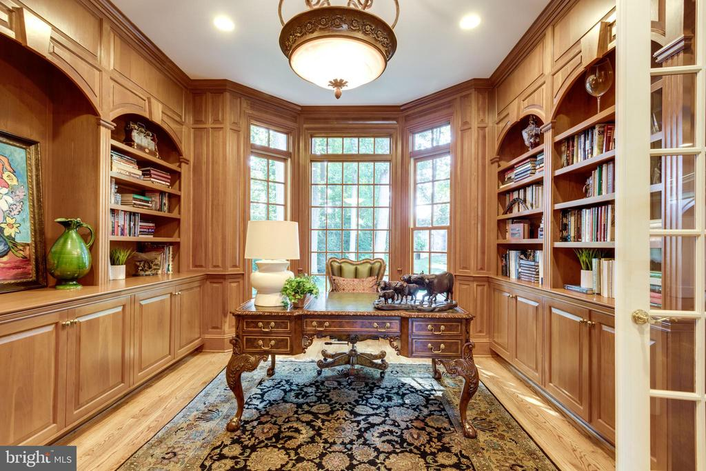 Study with built-in's - 7787 GLENHAVEN CT, MCLEAN