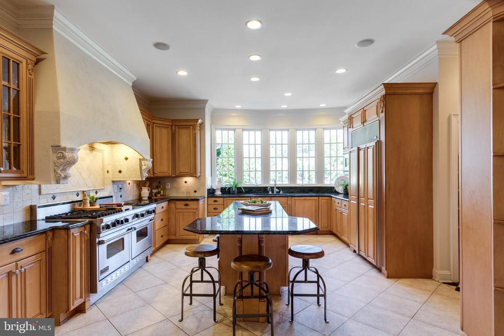 Kitchen - 7787 GLENHAVEN CT, MCLEAN