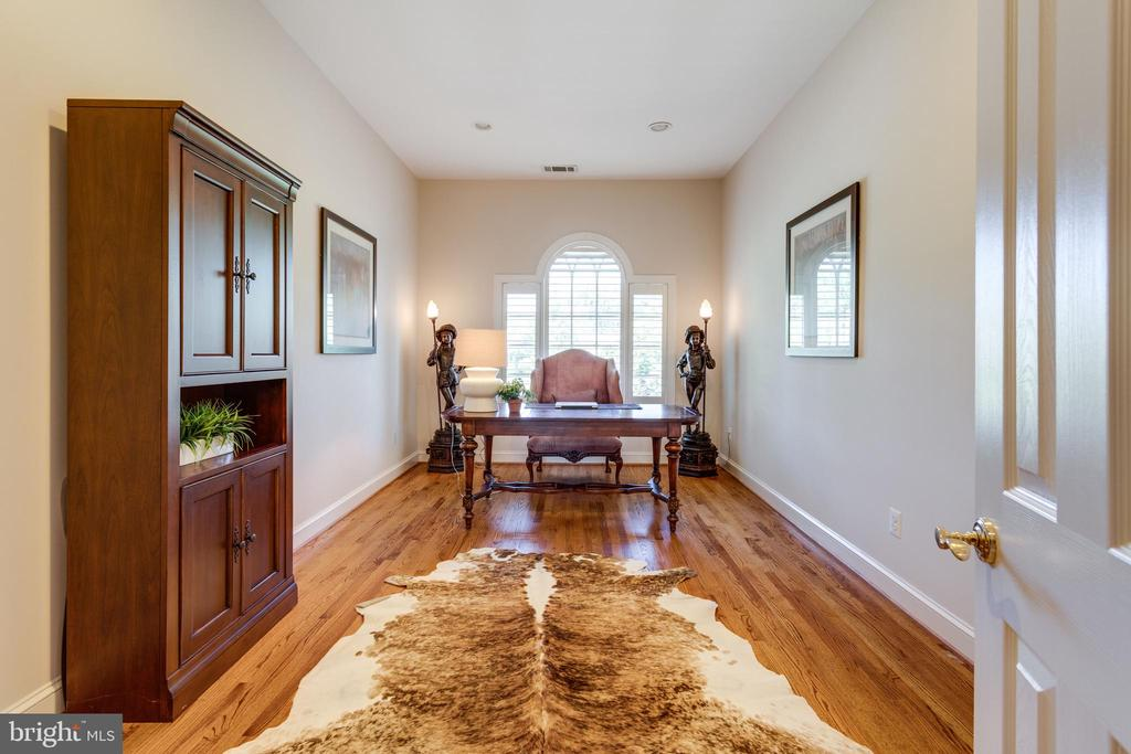 Upper Study / Family Room - 7787 GLENHAVEN CT, MCLEAN