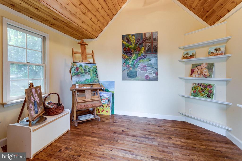 Storybook Art Studio / Playhouse with hardwood - 7787 GLENHAVEN CT, MCLEAN