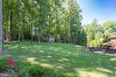 Private and Secluded backyard with flower gardens - 7787 GLENHAVEN CT, MCLEAN