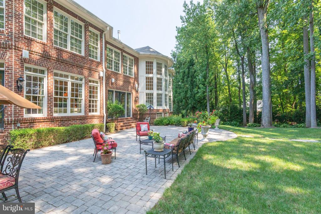 View of back exterior - 7787 GLENHAVEN CT, MCLEAN