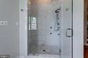 Her Luxury Jet Shower - 7787 GLENHAVEN CT, MCLEAN